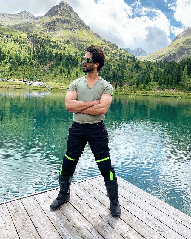 Shahid Kapoor Height, Age, Girlfriend, Biography ...