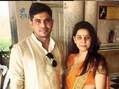 Akhilesh Kumar with his wife