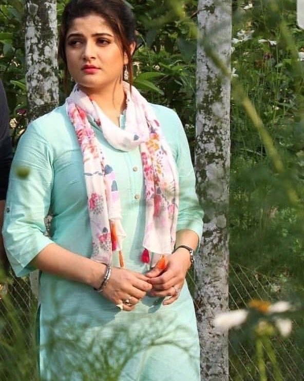 Srabanti Chatterjee height