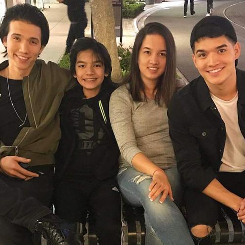 Mariah Burriss with Siblings