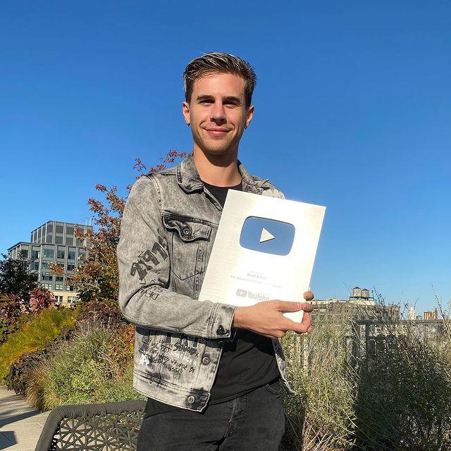 Youtube Silver Screen Award-Brad & Eric channel