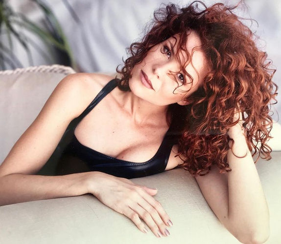 Robyn Lively Age