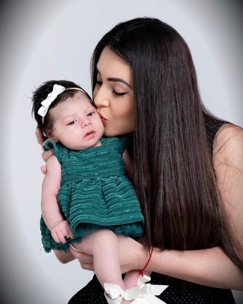 Angel Del Villar & Cheli Madrid Daughter-2
